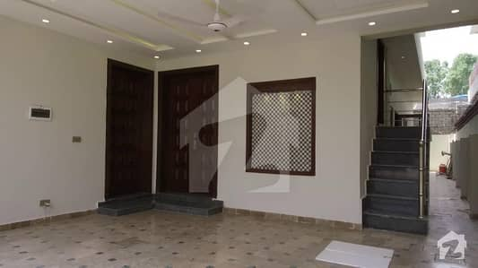 Park Corner 60x100 (666 Sq Yard) Margalla Facing 3 Bedroom House