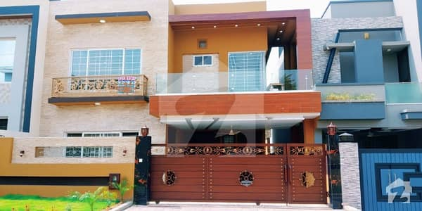 Overseas Enclave - Sector 2 12 Marla Luxury House For Sale With Lawn