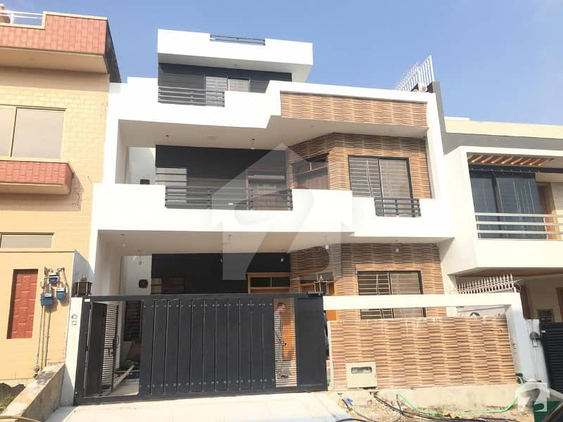 9 Marla Brand New House For Sale