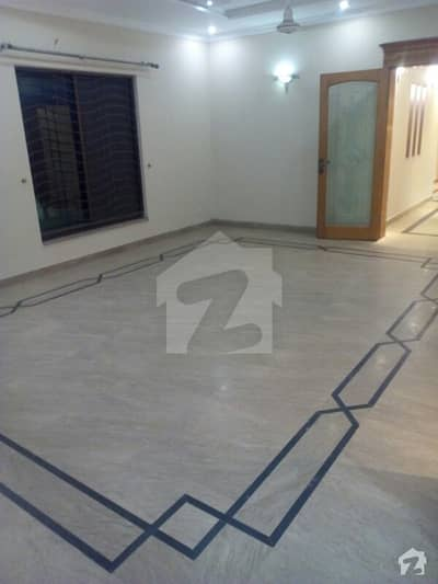Defense offer kanal upper portion 3 bed with separate gate marble flooring phase 3
