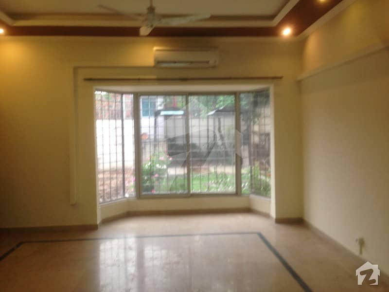جی ۔ 6/3 جی ۔ 6 اسلام آباد میں 11 کمروں کا 2. 8 کنال مکان 4. 9 لاکھ میں کرایہ پر دستیاب ہے۔