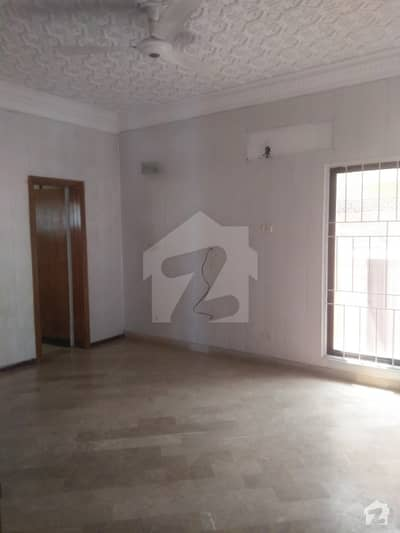 Defence  1 kanal upper portion  saprate gate far Rent in phase 3