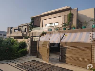 ڈی ایچ اے فیز 6 - بلاک سی فیز 6 ڈیفنس (ڈی ایچ اے) لاہور میں 5 کمروں کا 1 کنال مکان 1.99 لاکھ میں کرایہ پر دستیاب ہے۔