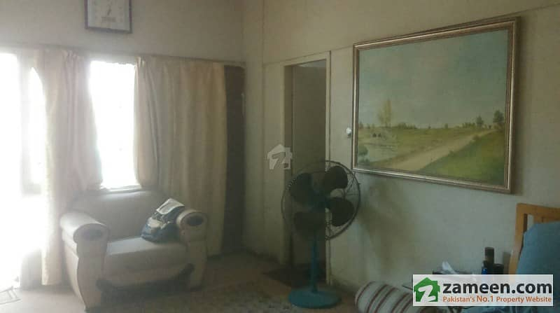 2 Beds Flat For Sale