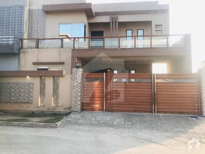10 Marla Beautiful House Available For Rent