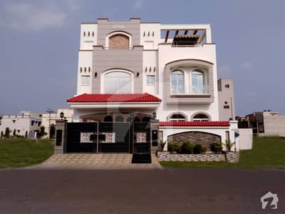 طارق گارڈنز ۔ بلاک اے طارق گارڈنز لاہور میں 7 کمروں کا 10 مرلہ مکان 3.25 کروڑ میں برائے فروخت۔