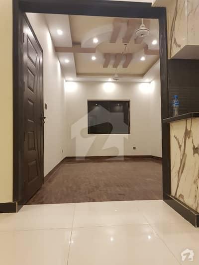 بدر کمرشل ایریا ڈی ایچ اے فیز 5 ڈی ایچ اے کراچی میں 2 کمروں کا 4 مرلہ فلیٹ 95 لاکھ میں برائے فروخت۔