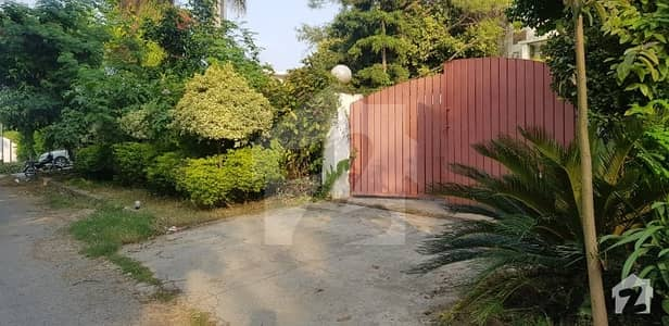 934 SQ yard House for sale in F81