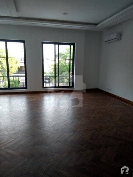 ایف ۔ 7 اسلام آباد میں 7 کمروں کا 2 کنال مکان 32 کروڑ میں برائے فروخت۔