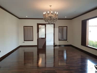 1100 Yards Architectural Design Bungalow For Sale