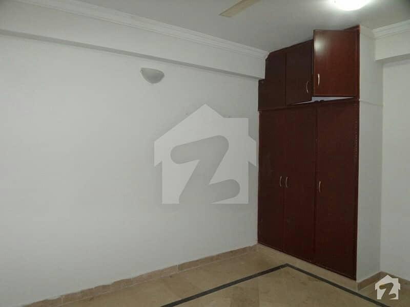 سیٹیلائیٹ ٹاؤن - بلاک ای سیٹیلائیٹ ٹاؤن راولپنڈی میں 1 کنال مکان 9 کروڑ میں برائے فروخت۔
