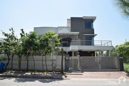 01 Kanal Double Unit Second To Corner House Is Available For Sale In Bahria Town