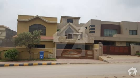 Slightly used Kanal House on main boulevard of bahria town phase 7 Islamabad