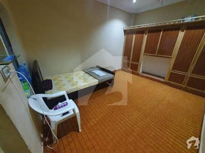 فوارہ چوک بہاولپور میں 1 کمرے کا 1 مرلہ کمرہ 7 ہزار میں کرایہ پر دستیاب ہے۔