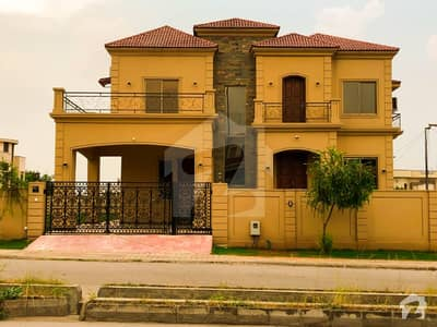 High Quality Corner 2 Kanal House With 1 Kanal Decorated Lawn Available For  Sale