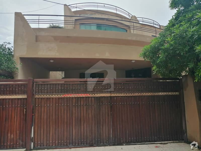 1 Kanal Slightly Used House Is Available For Sale