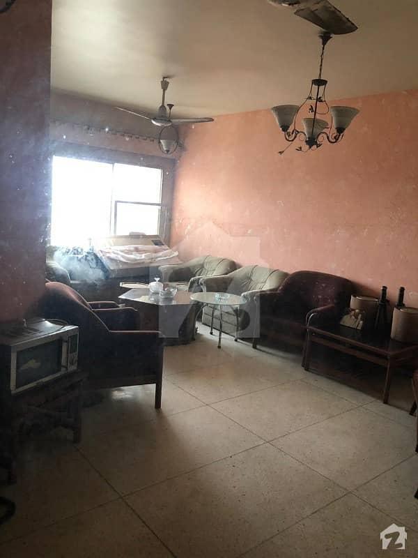 کلفٹن ۔ بلاک 5 کلفٹن کراچی میں 3 کمروں کا 10 مرلہ فلیٹ 3.15 کروڑ میں برائے فروخت۔