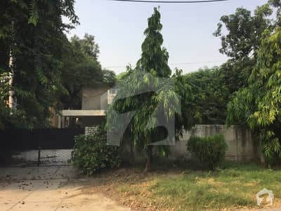 32 Marla 04 Bed Old House In Main Meera Khan Road On Sale Near Park
