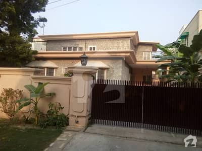 25 Marla 04 bed House In Bridge Colony On Rent Fully Renovated Near Park