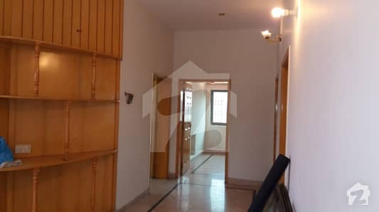 1 Kanal Upper Portion For Rent In Phase 4 Block AA