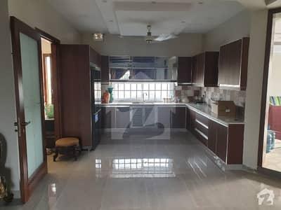 لیک سٹی ۔ سیکٹر ایم ۔ 3اے لیک سٹی لاہور میں 6 کمروں کا 1 کنال مکان 4.75 کروڑ میں برائے فروخت۔
