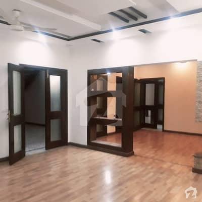 ڈی ایچ اے فیز 6 ڈیفنس (ڈی ایچ اے) لاہور میں 5 کمروں کا 1 کنال مکان 1.8 لاکھ میں کرایہ پر دستیاب ہے۔