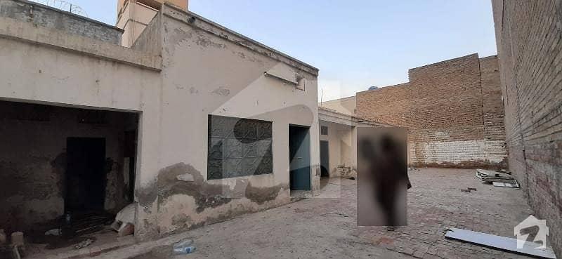 فرید آباد ڈیرہ غازی خان میں 9 مرلہ مکان 12 ہزار میں کرایہ پر دستیاب ہے۔