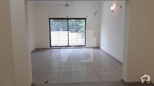 ڈی ایچ اے فیز 8 - ڈی ایچ اے ولاز ڈی ایچ اے فیز 8 ڈیفنس (ڈی ایچ اے) لاہور میں 4 کمروں کا 10 مرلہ مکان 60 ہزار میں کرایہ پر دستیاب ہے۔