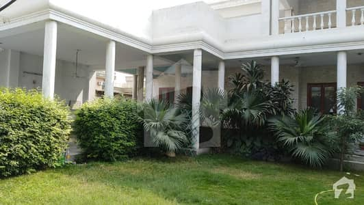 حیات آباد فیز 1 حیات آباد پشاور میں 7 کمروں کا 2 کنال مکان 1.6 لاکھ میں کرایہ پر دستیاب ہے۔
