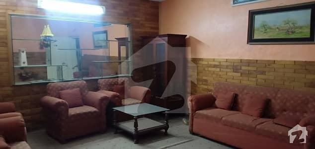 ماڈل ٹاؤن ۔ بلاک جے ماڈل ٹاؤن لاہور میں 1 کمرے کا 7 مرلہ زیریں پورشن 32 ہزار میں کرایہ پر دستیاب ہے۔