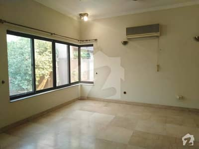 Offers DHA Slightly used 1 Kanal Full House is Available nice out class on Rent In DHA Phase  4 Lahore