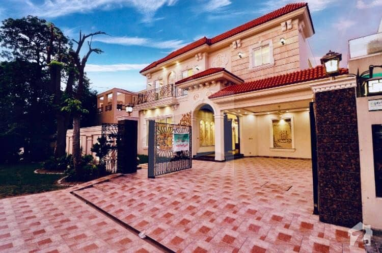 Spanish Brand New 01 Kanal Bungalow For Sale