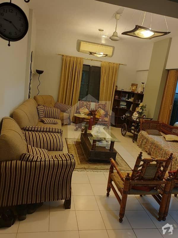 کلفٹن ۔ بلاک 2 کلفٹن کراچی میں 3 کمروں کا 8 مرلہ فلیٹ 2.65 کروڑ میں برائے فروخت۔