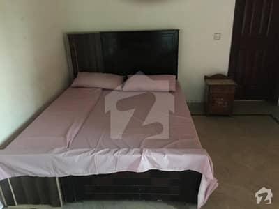ڈی ایچ اے فیز 4 - بلاک ڈبل ای فیز 4 ڈیفنس (ڈی ایچ اے) لاہور میں 1 کمرے کا 10 مرلہ کمرہ 20 ہزار میں کرایہ پر دستیاب ہے۔