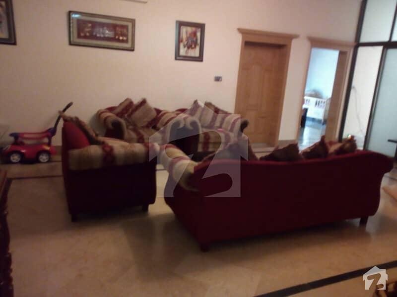 آئی ۔ 8/2 آئی ۔ 8 اسلام آباد میں 7 کمروں کا 12 مرلہ مکان 5 کروڑ میں برائے فروخت۔