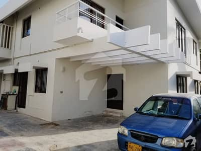 600 Square Yard Bungalow available For Rent In Clifton Block 5