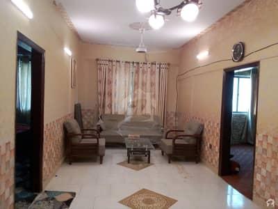 طارق روڈ کراچی میں 3 کمروں کا 4 مرلہ فلیٹ 1 کروڑ میں برائے فروخت۔