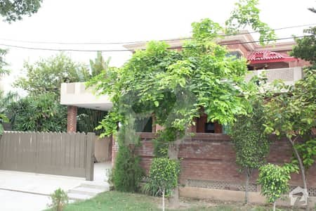 ONE KANAL IMMACULAE CONDITION HOUSE IN VERY GOOD CONDITION IDEAL LIVING IN BLOCK AA PHASE 04
