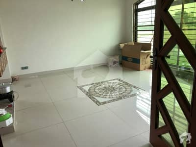 1 Kanal Lower Portion Available For Rent