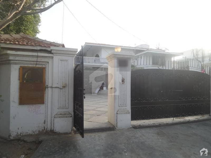کلفٹن ۔ بلاک 5 کلفٹن کراچی میں 6 کمروں کا 2 کنال مکان 24.5 کروڑ میں برائے فروخت۔