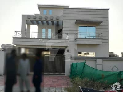 10 Marla New House For Rent in sector D Bahria Town phase 8 Real picture