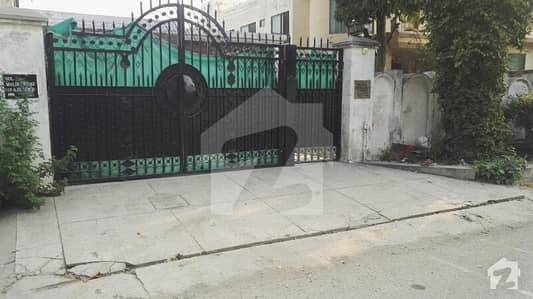 24 Marla 3-bedroom's Signal Storey House For Rent In Old Officer's Colony Lahore Cantt