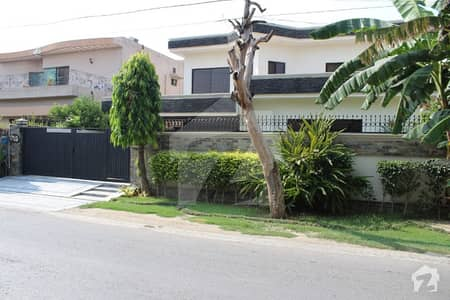 01 Kanal Well Maintained Immaculate Condition 5 Bedroom House For Rent In DHA Lahore