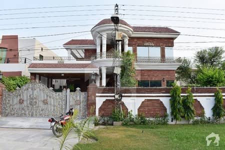 20 Marla Well Maintained Bungalow For Rent Near Y Block Market Must Once Visit