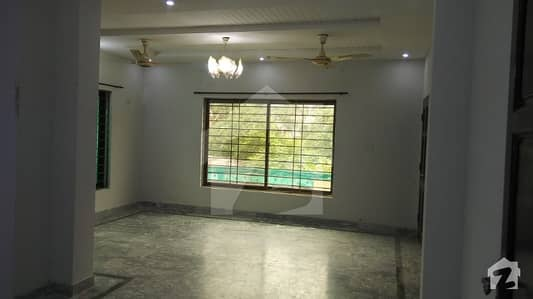 Neat Clean 1 kanal upper portion for Rent in Pakistan Town
