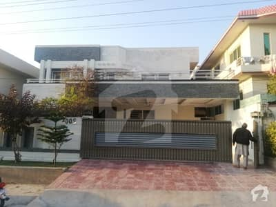 1 Kanal Triple Storey House Available For Sale In Excellent Condition