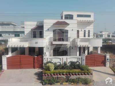 سوان گارڈن ۔ بلاک ای سوان گارڈن اسلام آباد میں 6 کمروں کا 1 کنال مکان 3.5 کروڑ میں برائے فروخت۔