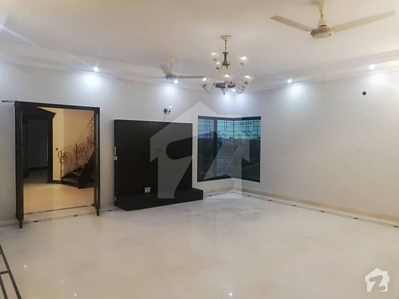 ڈی ایچ اے فیز 3 - بلاک ڈبلیو فیز 3 ڈیفنس (ڈی ایچ اے) لاہور میں 5 کمروں کا 1 کنال مکان 4.05 کروڑ میں برائے فروخت۔