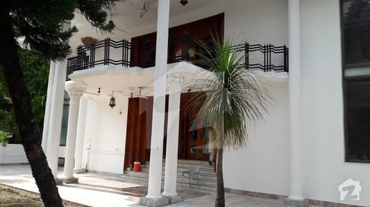 800 Sq Yards Duplex House Available for sale located in F11 Islamabad