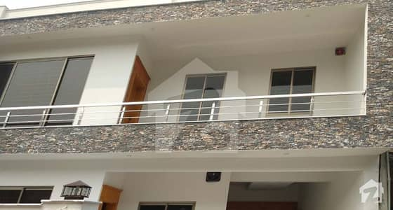 G94Beautiful 10 marla house for sale Ideal Location Almost Brand New